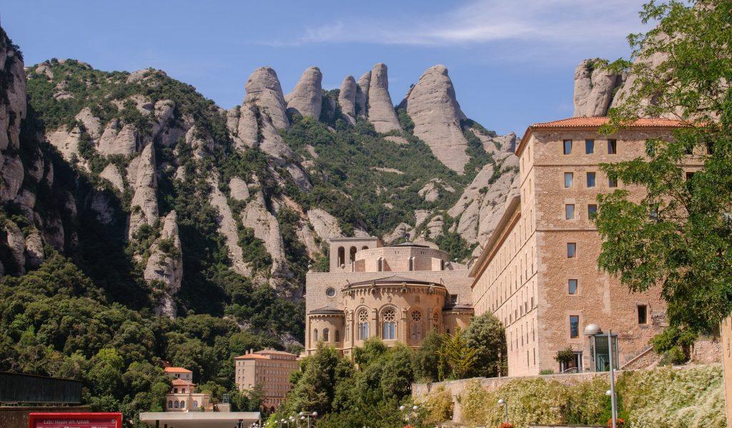 spain-montserrat-mountain-monastery
